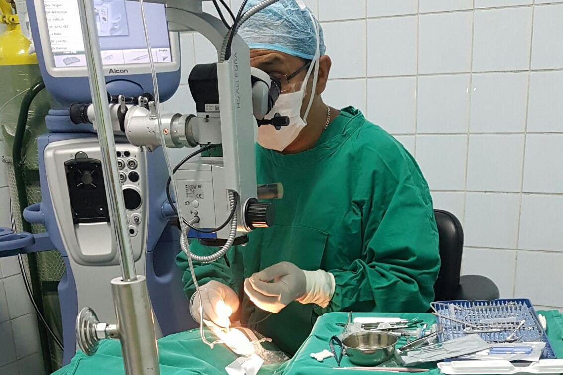 cirugia-desprendimiento-de-retina.png